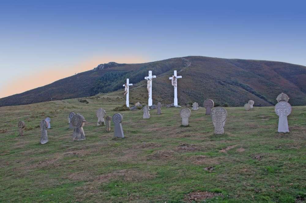 Le cimetierre basque a côté de la chapelle de l'aubépine