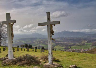 Rando au Mondarrain - Le calvaire et le cimetierre basque au dessus d'Ainhoa